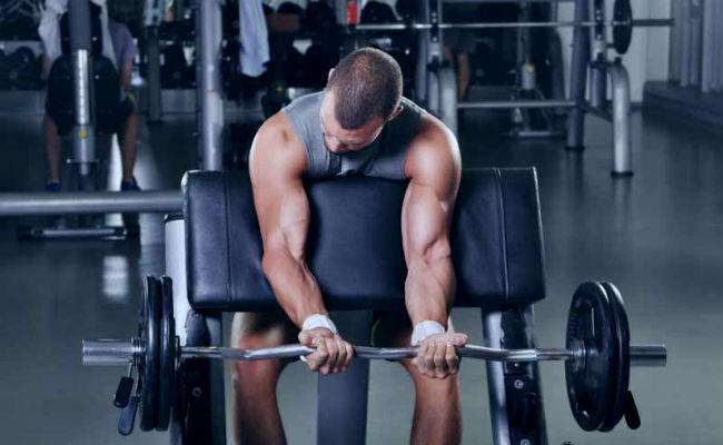 Estiramiento de piernas y pesas