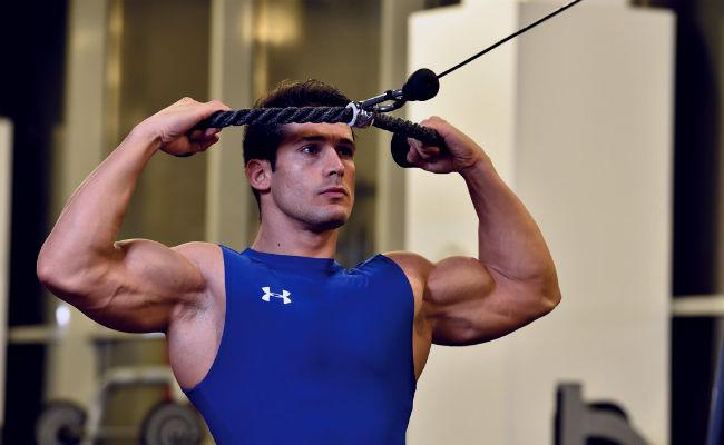 Cómo ejercitar tus hombros