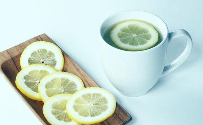beneficios y preucaciones del agua con limón