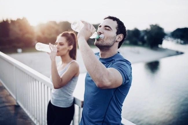 porcentaje de agua en el cuerpo humano