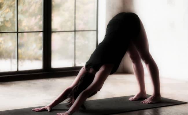 rutinas para hacer yoga en casa